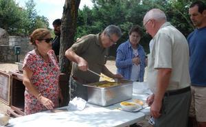 Sorihuela disfruta de una paella popular en el merendero
