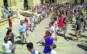 Jotas, procesiones y encierros para un pueblo que se reinventa