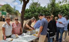 Los vecinos de Sorihuela disfrutan de la paella