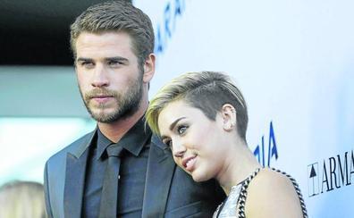 Miley Cirus le saca la lengua al matrimonio