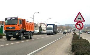 Tres heridos en una colisión frontolateral entre dos turismos en la N-601, en Mojados