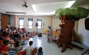 Los vecinos disfrutan de las actividades previas al chupinazo festivo de hoy en Carbajosa