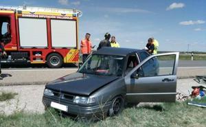 Tres heridos en una colisión entre dos turismos en la localidad vallisoletana de Mojados