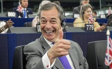 Farage arremete contra la familia real inglesa