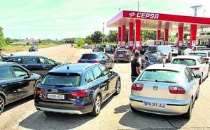 Las gasolineras de La Raya hacen el agosto con la huelga portuguesa de combustibles
