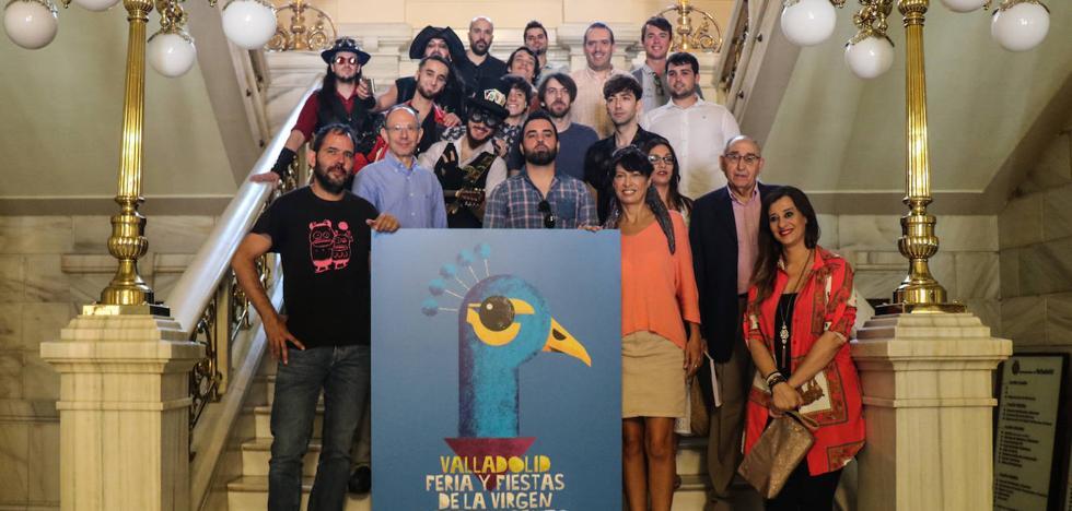 Este es el cartel de las fiestas de la Plaza Mayor: un pavo real con pañuelo y recuerdo a los años 30