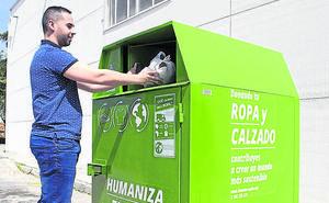 La ONG Humana recoge en la provincia desde enero 54 toneladas de ropa usada