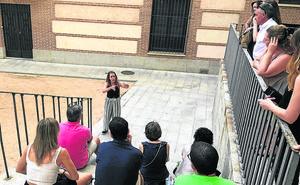 Una visita teatralizada por la ciudad da voz a los colectivos perseguidos durante la Edad Media