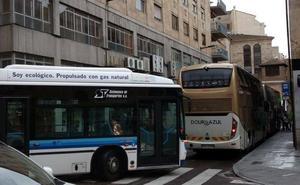Piden restringir el paso de los autobuses de grandes dimensiones por el centro de Salamanca