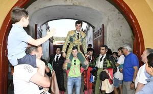 Javier Orozco sale por la puerta grande del coso de El Espinar