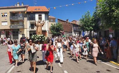 Todos con la Virgen de la Asunción en Linares de Riofrío
