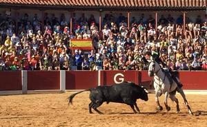 Actos religiosos y rejones centran el día grande festivo de Guijuelo