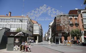 Un pórtico de doce metros, 26 arcos y diez rótulos de 'Felices Fiestas' para las fiestas de Palencia