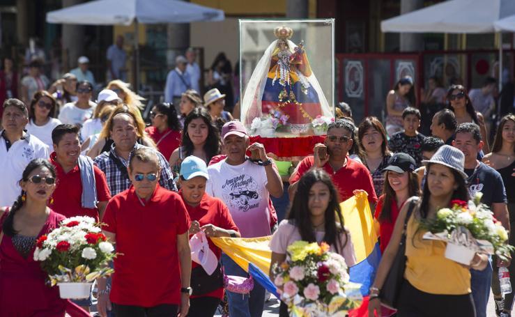 Procesión en honor a la Virgen del Cisne en Valladolid