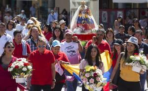 La comunidad ecuatoriana celebra la procesión en honor a la Virgen del Cisne