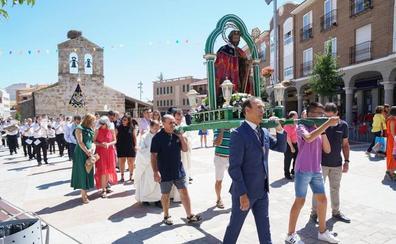 Honores a San Roque en el día grande de las fiestas de Carabjosa, que hoy llegan a su fin