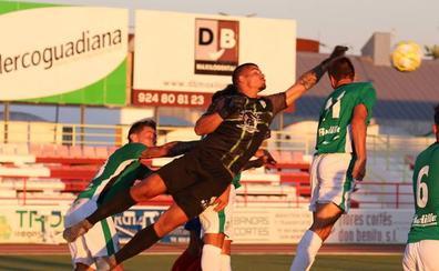 El CD Guijuelo cierra la pretemporada en Don Benito con una derrota en los minutos finales (1-0)