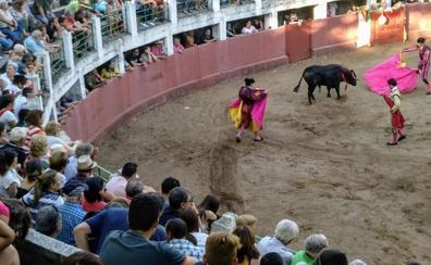 Los toros, protagonistas en las fiestas de Sequeros y Linares de Riofrío