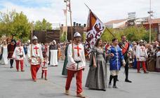 Desfile de la reina Isabel y su hermano Alfonso en la Feria Renacentista de Medina del Campo