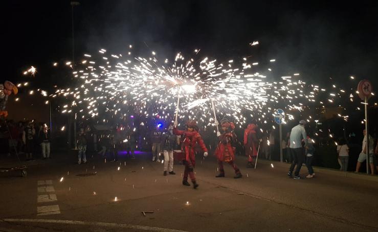 Carbajosa despide sus fiesta con una paella y un espectáculo de pirotecnia