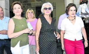 Si acudiste al homenaje en El Espinar a las damas de las fiestas del último medio siglo, búscate en la foto