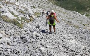 Rescatan a un montañero que cayó por un barranco de 15 metros en el Espigüete