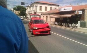 Tres heridos tras la colisión de dos vehículos en Tejares