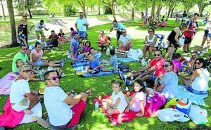Carbajosa se reúne en torno a una gran paella solidaria para despedir las fiestas