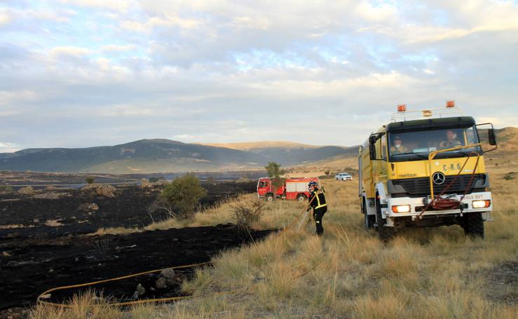 Incendio de pastos en Torrecaballeros