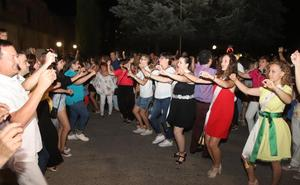 Cientos de personas anticipan las fiestas de Cuéllar entonando el 'A por ellos' al son de la Banda