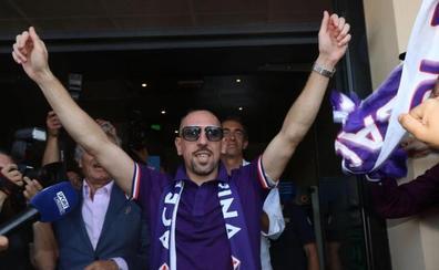 Ribéry encuentra acomodo en la Fiorentina mientras otros ilustres buscan destino