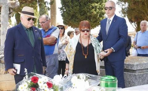 Las cenizas del poeta Leopoldo Panero descansan en Astorga cinco años después de su muerte