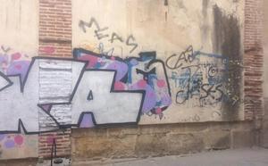 La cruzada contra las pintadas permite limpiar 1.979 grafitis durante el primer semestre