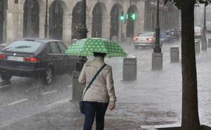 Un fin de semana veraniego dará paso el lunes a chubascos y tormentas en Castilla y León