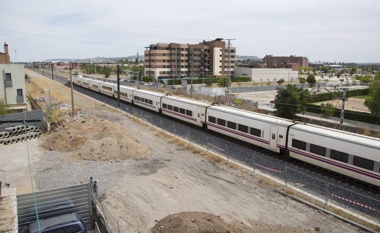 Obras para construir el túnel para vehículos entre las calles Andrómeda y Nochevieja