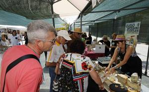 Más de 1.500 visitantes disfrutan de la feria del queso en Sardón de Duero