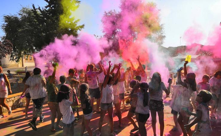 El color inunda las fiestas de Torrelobatón