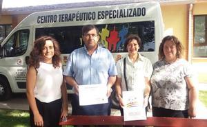 Donación de 828 euros al colectivo de enfermos de Alzhéimer de la comarca de Íscar
