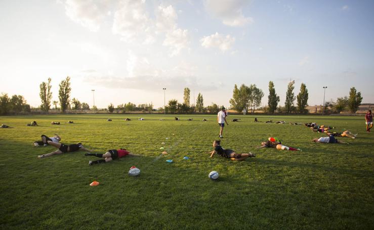 Primer entrenamiento del equipo femenino de rugby El Salvador