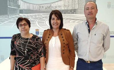 El Ayuntamiento de Santa Marta entrega 844 euros a Pyfano y a la Asociación del Parkison
