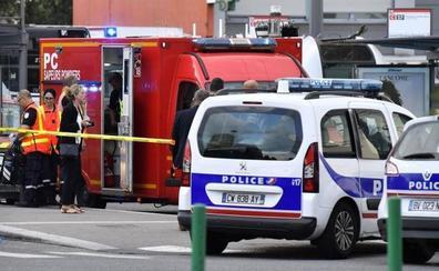 Un hombre mata con un cuchillo a una persona y hiere a otras 8 cerca de Lyon