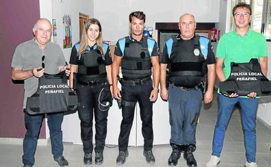 La Policía de Peñafiel estrena chalecos antiarmas blancas