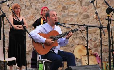 Luis Hidalgo recibe el homenaje del ciclo de Música de Folklore en los Corralillos