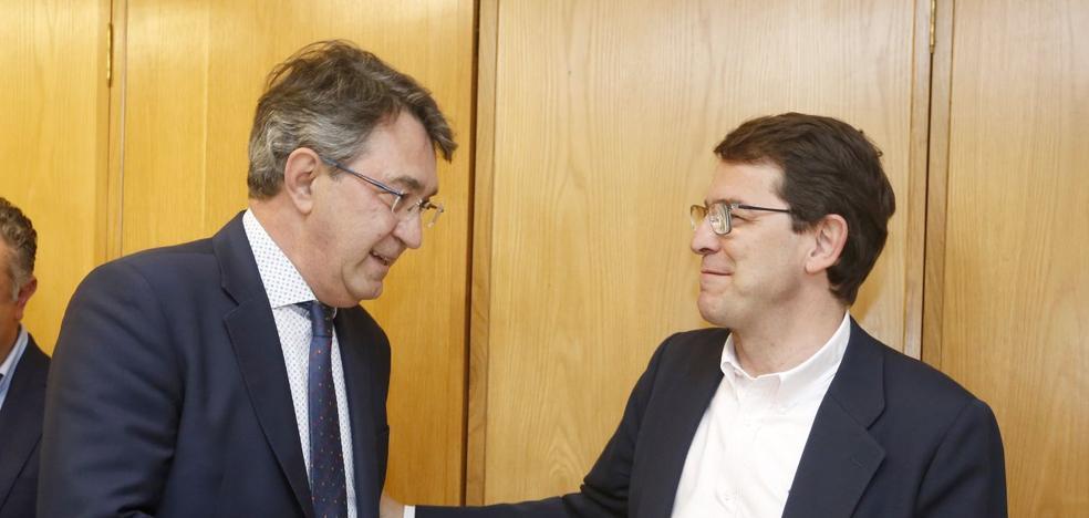 Mañueco nombra delegado de la Junta al presidente del PP Juan Martínez Majo