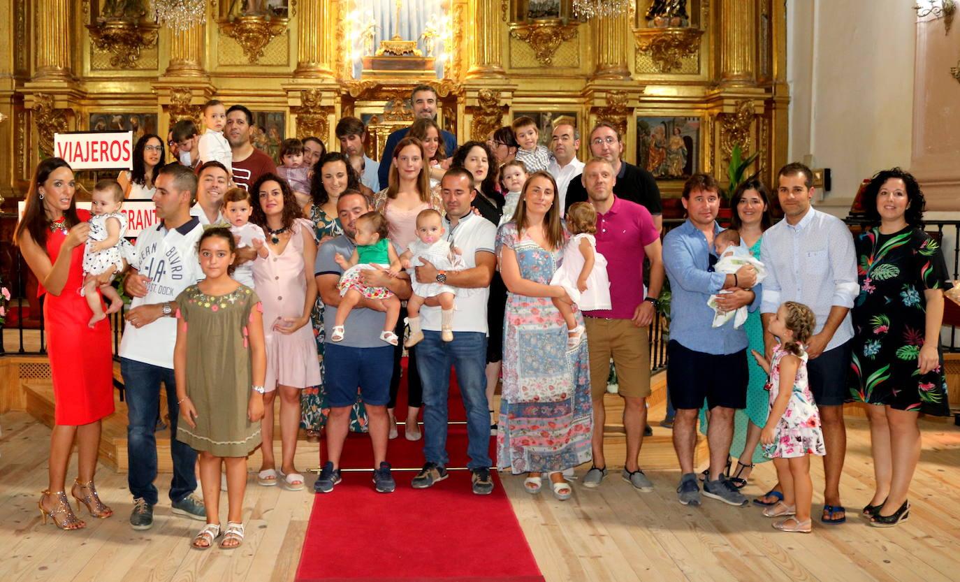 Numerosos niños baltanasiegos fueron presentados a la Virgen de Revilla