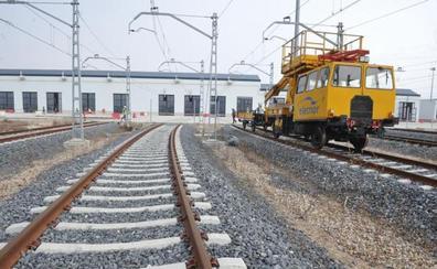 El nuevo taller de Renfe comenzará el mantenimiento de trenes convencionales a final de este mes