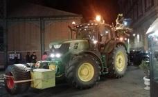 Un tractor destroza varios espejos retrovisores en Palencia