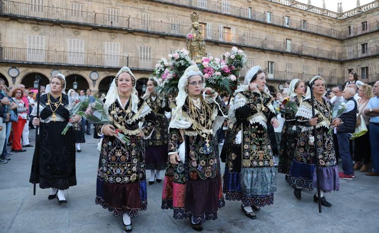 Ofrenda floral a la Virgen de la Vega