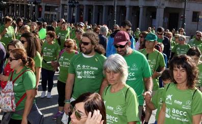 Cerca de 3.000 personas caminan en Segovia con la Asociación contra el Cáncer