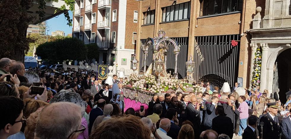 Honores a la Virgen de San Lorenzo como protectora de los niños